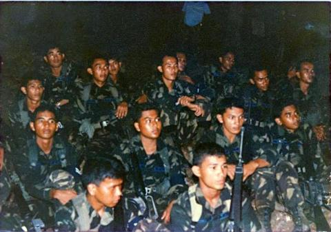 The late Gabriel )3rd row, right most) and the writer (3rd row, second from right) during a jungle warfare exercise in January 1988