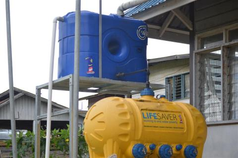 1Malaysia poly water tanks supplied by 1M4U in Ba Kelalan