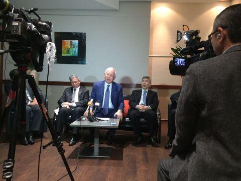 Dato Sri Najib Razak flanked by Datuk Seri Mustapa Mohamed and Datuk Seri Mah Siew Keong at the press conference in Germany at 1500UTC on the 28th September 2016