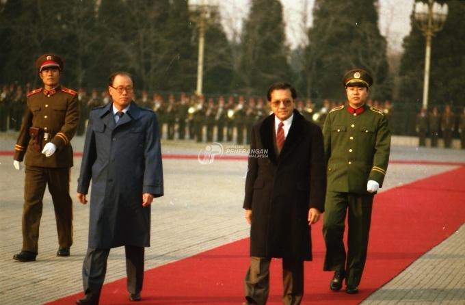 stock-photo-lawatan-rasmi-perdana-menteri-datuk-seri-mahathir-mohamad-ke-china-158640